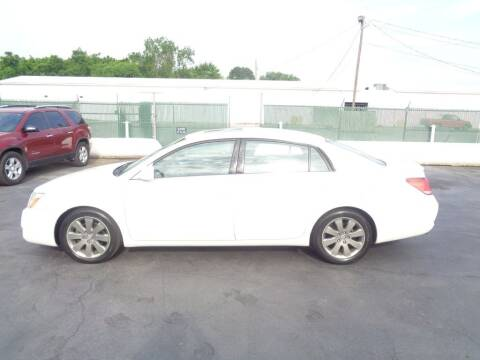 2005 Toyota Avalon for sale at Cars Unlimited Inc in Lebanon TN