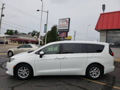 2017 Chrysler Pacifica for sale at Select Auto Group in Wyoming MI