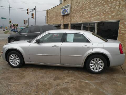 2008 Chrysler 300 for sale at Kingdom Auto Centers in Litchfield IL