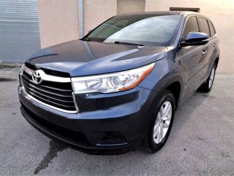 2015 Toyota Highlander for sale at Selective Motor Cars in Miami FL