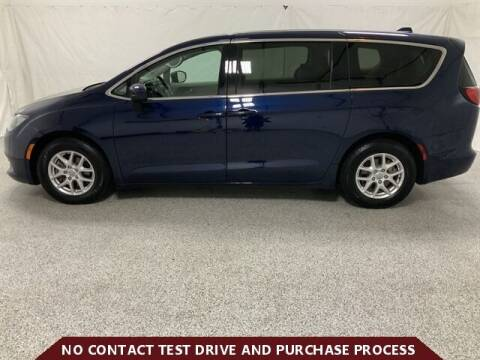 2018 Chrysler Pacifica for sale at Brothers Auto Sales in Sioux Falls SD