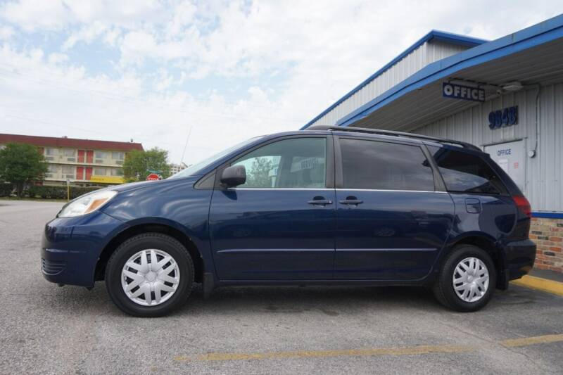 2004 Toyota Sienna for sale at SOUTHWEST AUTO CENTER INC in Houston TX