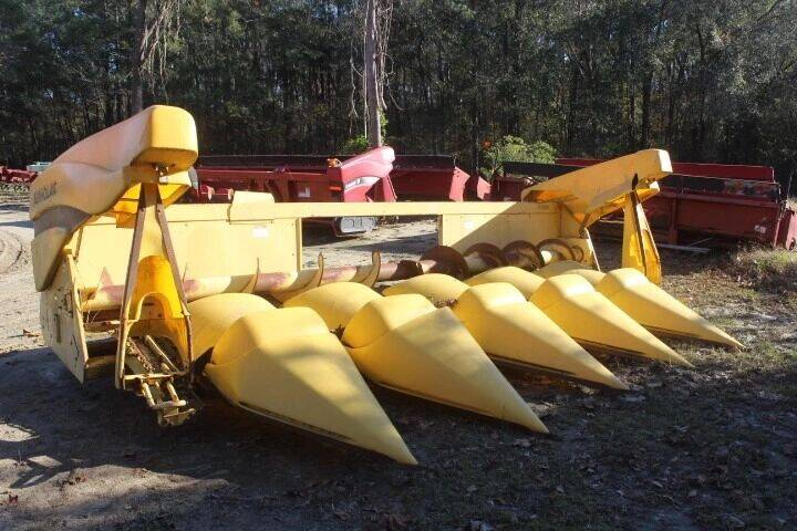 New Holland 996 Corn Head 6 row for sale at Vehicle Network - Mills International in Kinston NC
