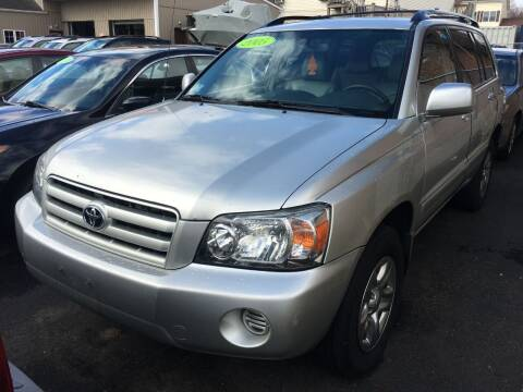 2005 Toyota Highlander for sale at Dijie Auto Sale and Service Co. in Johnston RI
