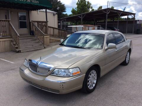 2007 Lincoln Town Car for sale at OASIS PARK & SELL in Spring TX