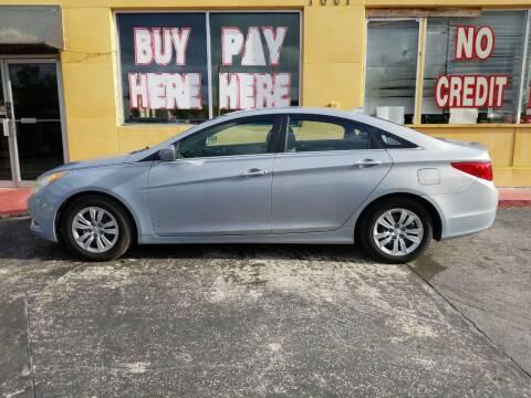 2011 Hyundai Sonata for sale at BSS AUTO SALES INC in Eustis FL
