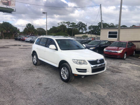 2008 Volkswagen Touareg 2 for sale at Friendly Finance Auto Sales in Port Richey FL