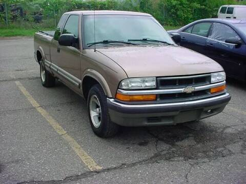2002 Chevrolet S-10 for sale at VOA Auto Sales in Pontiac MI