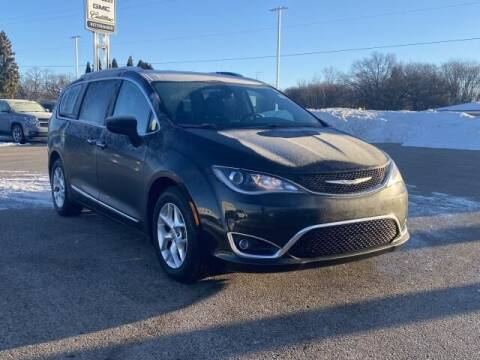 2017 Chrysler Pacifica for sale at Betten Baker Preowned Center in Twin Lake MI