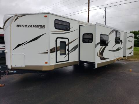 2013 Forest River Windjammer 3006W for sale at Ultimate RV in White Settlement TX