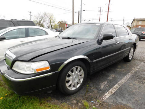 2009 Lincoln Town Car for sale at WOOD MOTOR COMPANY in Madison TN
