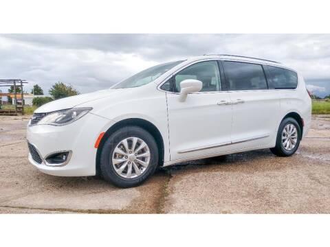 2018 Chrysler Pacifica for sale at CourtesyValueBB.com in Breaux Bridge LA