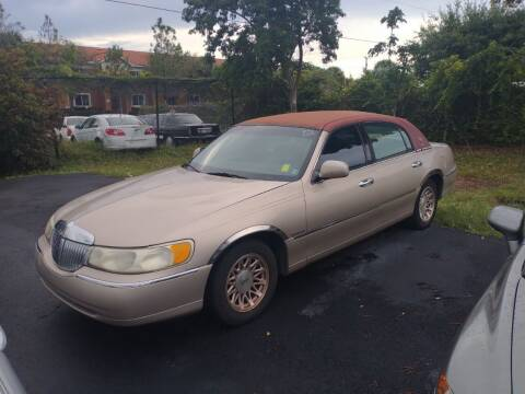 1998 Lincoln Town Car for sale at LAND & SEA BROKERS INC in Pompano Beach FL