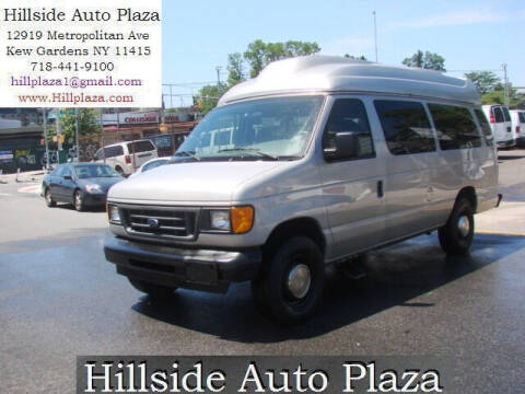 2003 Ford E-Series Wagon for sale at Hillside Auto Plaza in Kew Gardens NY