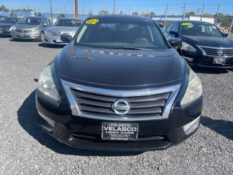 2014 Nissan Altima for sale at Velascos Used Car Sales in Hermiston OR