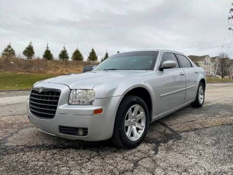 2006 Chrysler 300 for sale at VENTURE MOTORS in Wickliffe OH