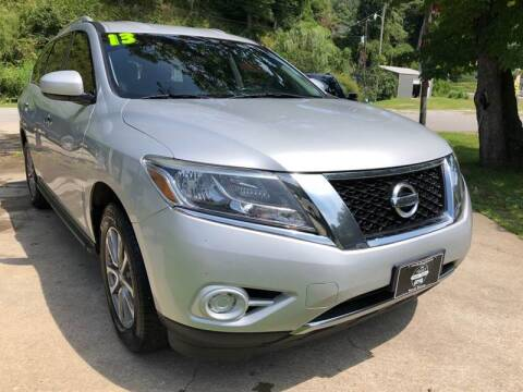 2013 Nissan Pathfinder for sale at Day Family Auto Sales in Wooton KY