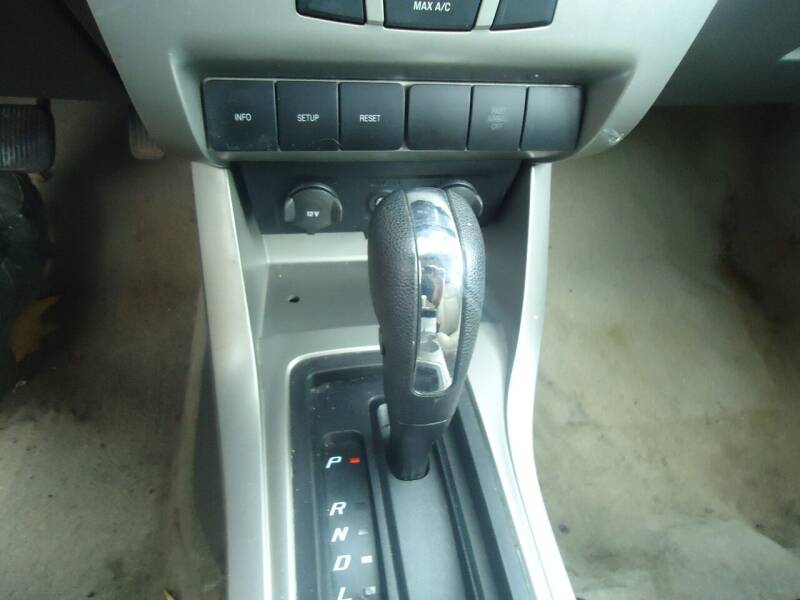 2009 Ford Focus SE 4dr Sedan - Hermantown MN