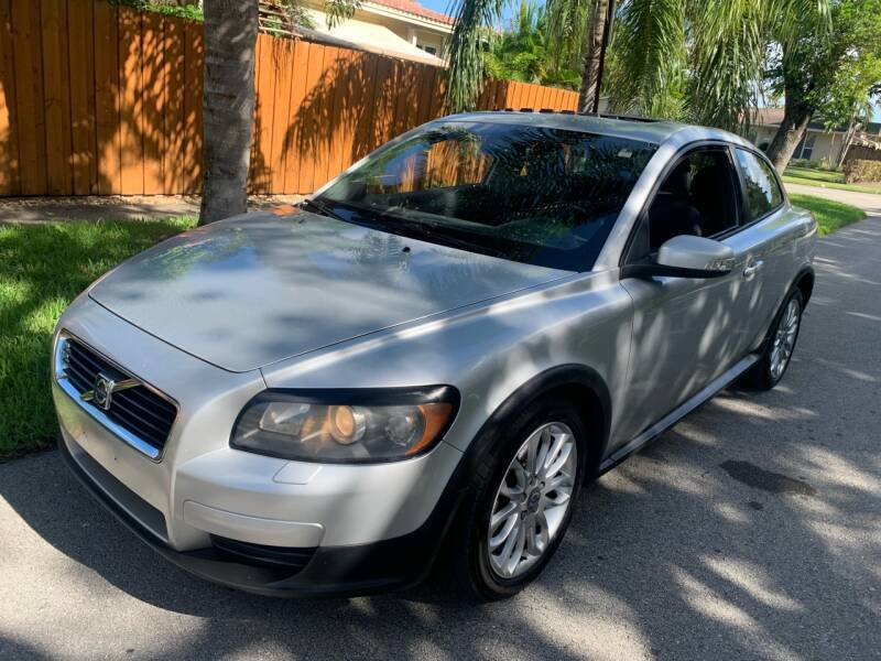 2009 Volvo C30 for sale at FINANCIAL CLAIMS & SERVICING INC in Hollywood FL
