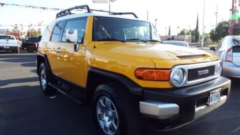 2007 Toyota FJ Cruiser for sale at 559 Motors in Fresno CA