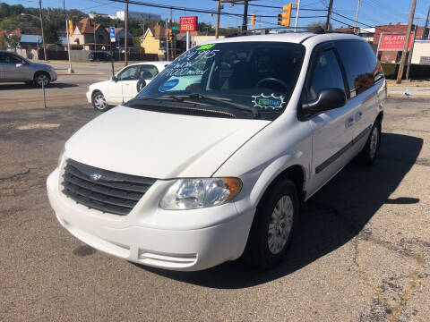 2005 Chrysler Town and Country for sale at 2010 Auto Sales in Glassport PA