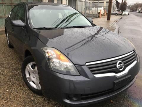 2009 Nissan Altima for sale at Illinois Auto Sales in Paterson NJ