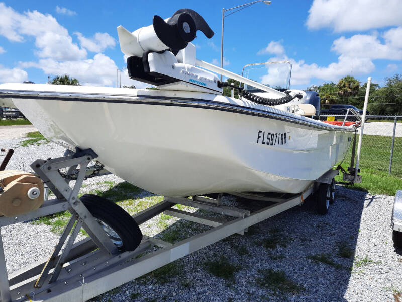 2017 SUNDANCER  B22CCR  for sale at Boats And Cars in Palmetto FL
