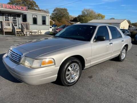 2006 Ford Crown Victoria for sale at Modern Automotive in Boiling Springs SC