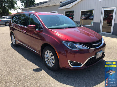 2018 Chrysler Pacifica for sale at B & B Auto Sales in Brookings SD