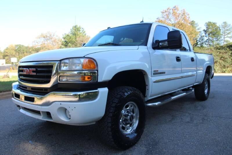 2005 GMC Sierra 2500HD for sale at Oak City Motors in Garner NC