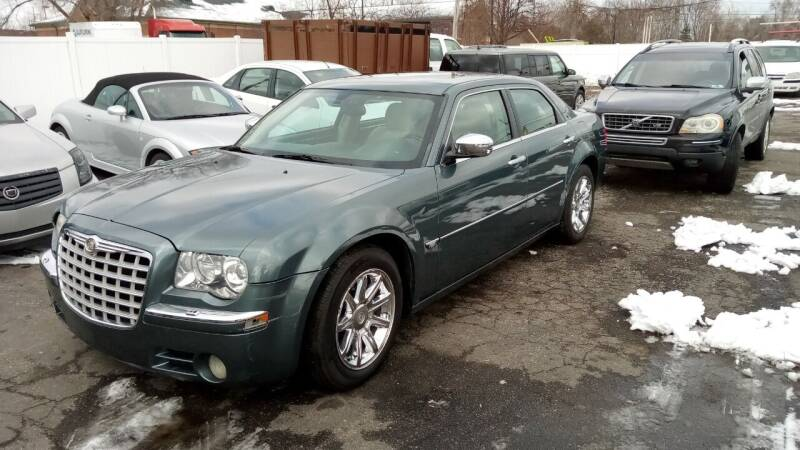 2005 Chrysler 300 for sale at Heartbeat Used Cars & Trucks in Harrison Twp MI