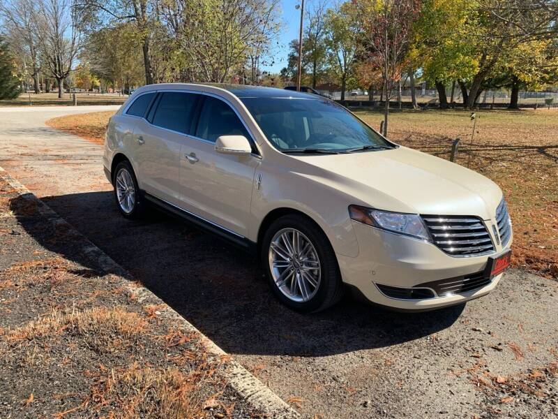 2018 Lincoln MKT for sale at Clarks Auto Sales in Connersville IN