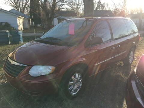 2005 Chrysler Town and Country for sale at Antique Motors in Plymouth IN