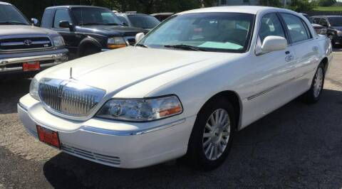 2003 Lincoln Town Car for sale at Knowlton Motors, Inc. in Freeport IL