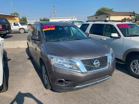2015 Nissan Pathfinder for sale at BELOW BOOK AUTO SALES in Idaho Falls ID