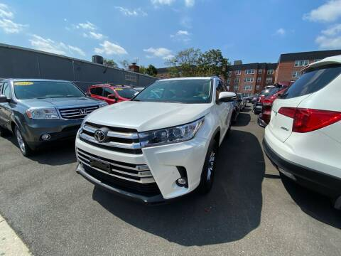 2019 Toyota Highlander for sale at OFIER AUTO SALES in Freeport NY