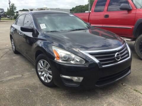 2015 Nissan Altima for sale at Rabeaux's Auto Sales in Lafayette LA