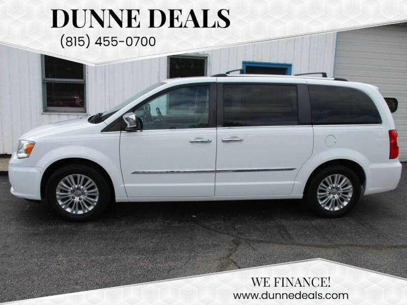 2014 Chrysler Town and Country for sale at Dunne Deals in Crystal Lake IL