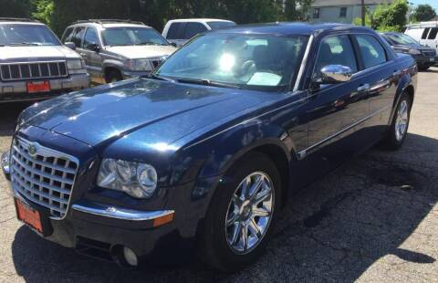 2006 Chrysler 300 for sale at Knowlton Motors, Inc. in Freeport IL