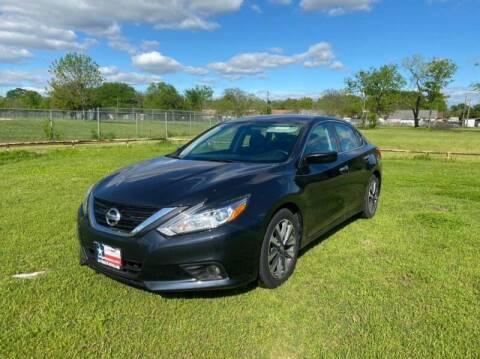 2017 Nissan Altima for sale at LA PULGA DE AUTOS in Dallas TX