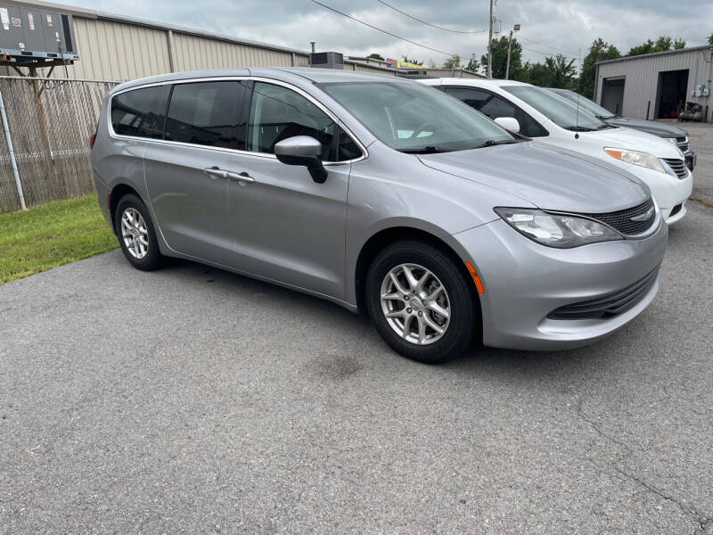 2017 Chrysler Pacifica for sale at Auto Credit Xpress - Sherwood in Sherwood AR