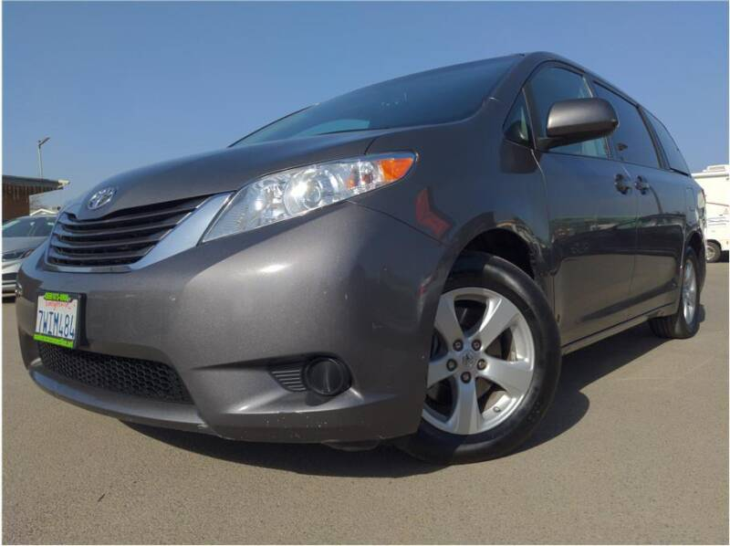 2017 Toyota Sienna for sale at MADERA CAR CONNECTION in Madera CA