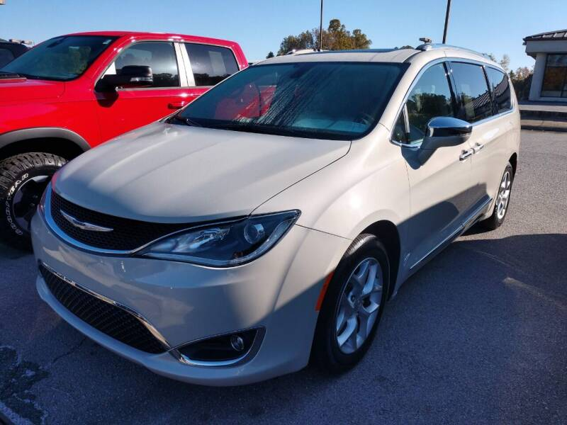 2020 Chrysler Pacifica for sale at Modern Motors - Thomasville INC in Thomasville NC