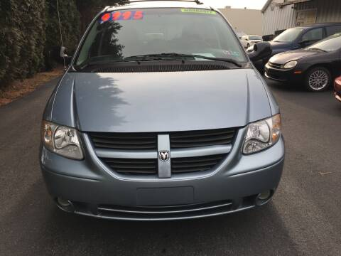 2005 Dodge Grand Caravan for sale at BIRD'S AUTOMOTIVE & CUSTOMS in Ephrata PA