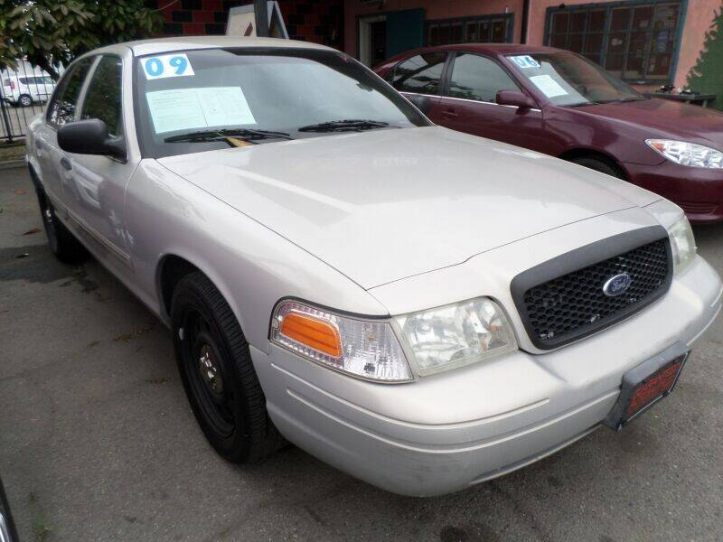 2009 Ford Crown Victoria for sale in Los Angeles, CA
