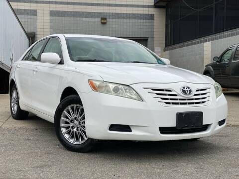 2009 Toyota Camry for sale at Illinois Auto Sales in Paterson NJ