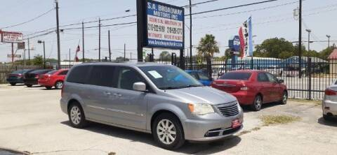 2014 Chrysler Town and Country for sale at S.A. BROADWAY MOTORS INC in San Antonio TX