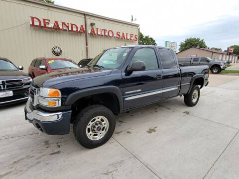 2005 GMC Sierra 2500HD for sale at De Anda Auto Sales in Storm Lake IA