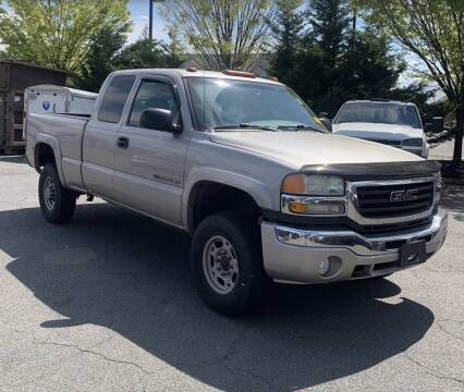 2004 GMC Sierra 2500HD for sale at COUNTRYSIDE AUTO SALES 2 in Russellville KY