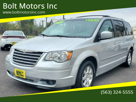 2009 Chrysler Town and Country for sale at Bolt Motors Inc in Davenport IA